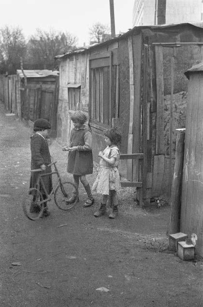 Slum, Paris, 1935 © Fred Stein Archive