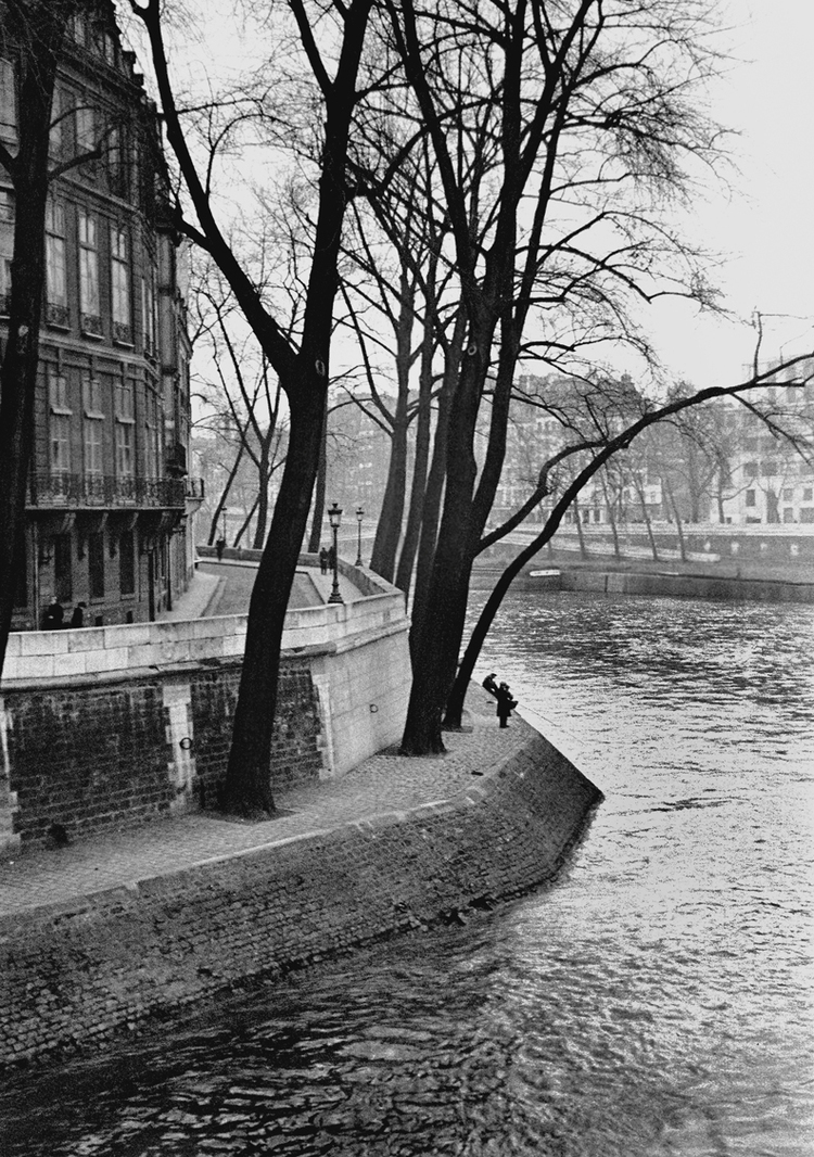 Bend in River, Paris 1937 © Fred Stein Archive